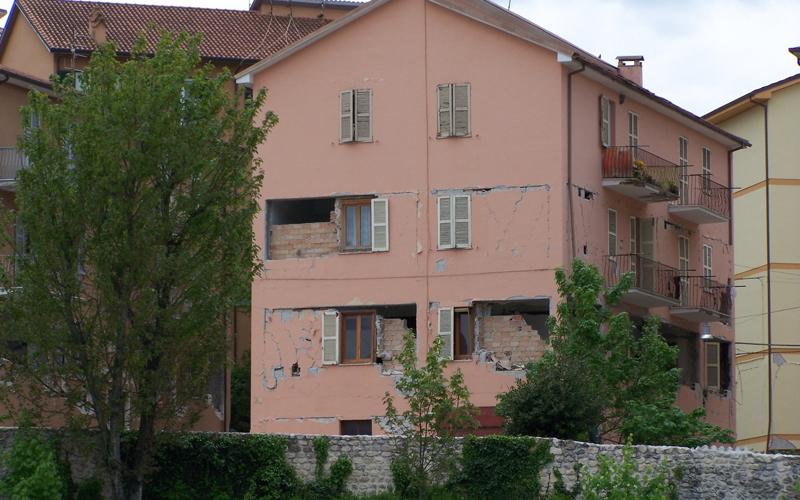 MC109-edificio-l-aquila-sisma2