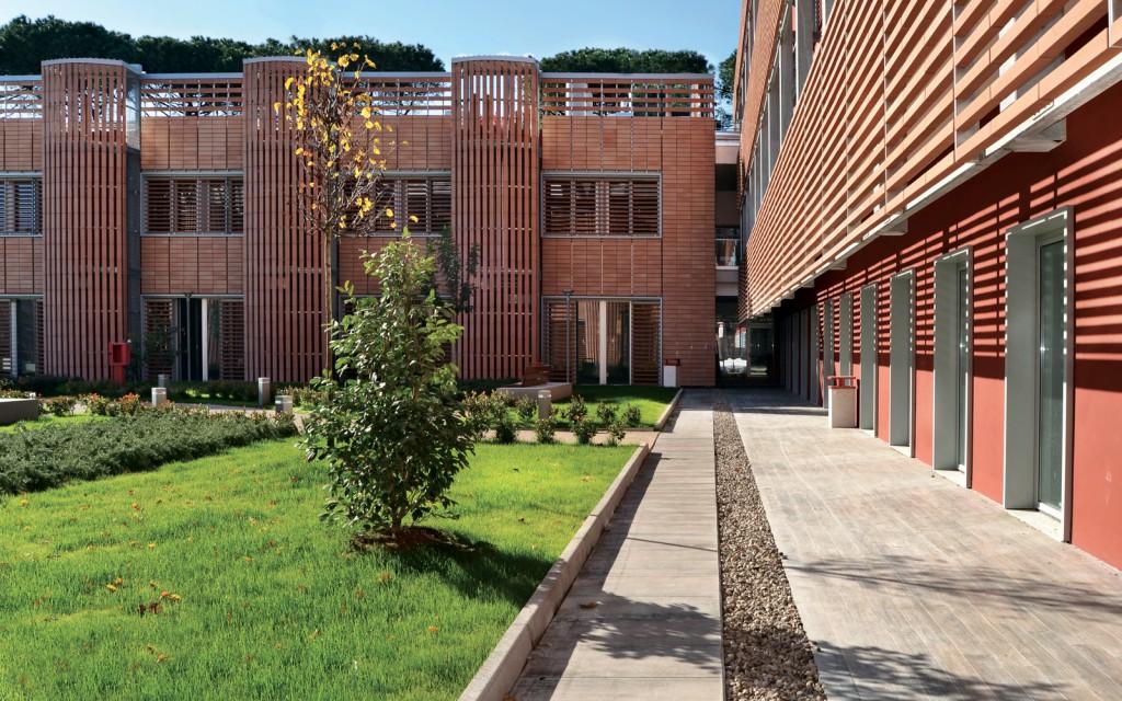 mc114-centro-ricerche-cnr-di-napoli-cortile-esterno