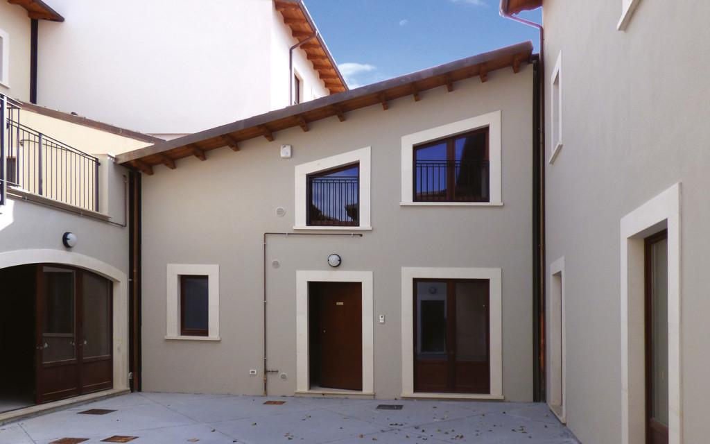 mc115-aggregato-edilizio-ciancone-onna-facciata