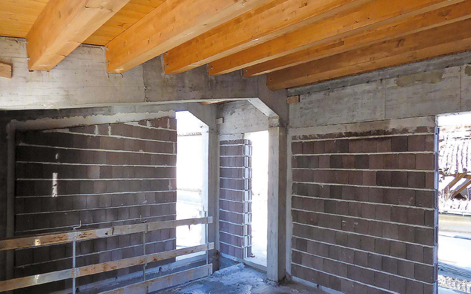 mc115-aggregato-edilizio-ciancone-onna-parete-esterna